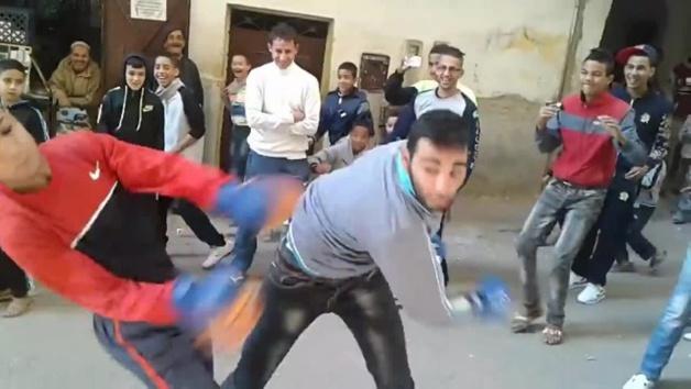 بالفيديو : ظاهرة جديدة تغزو شوارع المغرب .. ملاكمة الشوارع