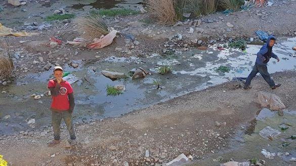 بالصور: هكذا يعيش أطفال مشردون بمعبر سبتة المحتلة