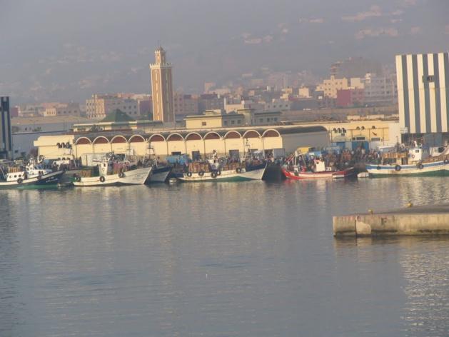 اضراب عام بميناء ببني انصار احتجاجا على انعدام الامن و لامبالاة المسؤولين الامنيين