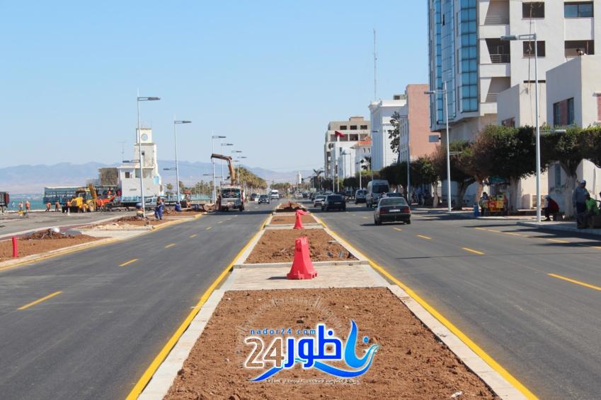 مثير وبالصور:إنهاء أشغال تزفيت طريق الكورنيش الجديد مع غياب تام لمصاريف المياه يثير إستياء المواطنين