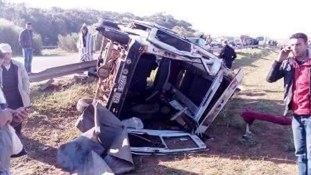 مصرع 3 أشخاص وأزيد من 20 جريحا في حادثة سير مروعة