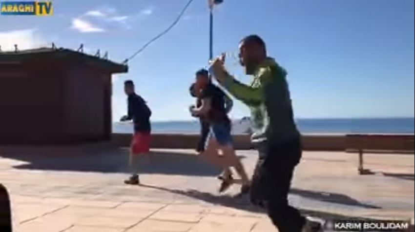 شاهد كيف تعاملت الساكنة مع ناصر الزفزافي قبل إعتقاله...الفيديوا الذي سيجعلك تتأثر في 3 دقائق