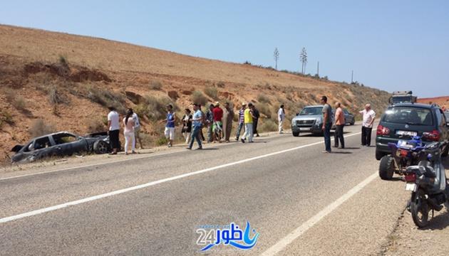 شاهد بالصور:نقل شاب في وضع حرج بعد حادثة سير خطيرة بتر فيها ذراعه على الطريق الساحلي