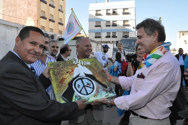 المسيرة الدولية للسلم واللاّعنف تحل بالناظور متجهة للعيون