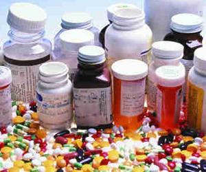 حجز أدوية مهربة وملايين من العملة الجزائرية