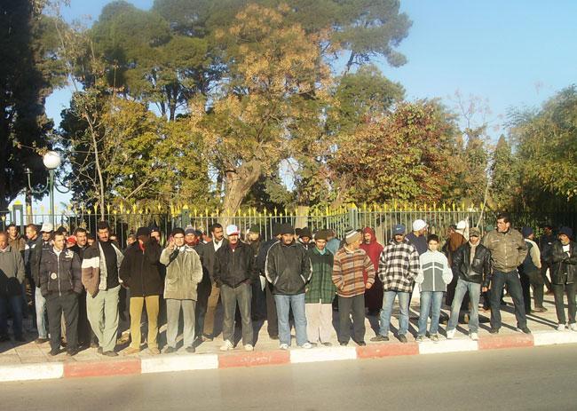 تجار سوق أسبوعي يحتجون أمام عمالة تازة