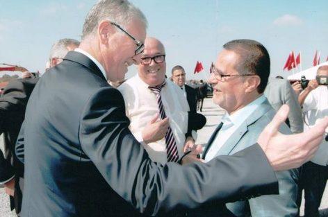 لحظة تذكر وزير الصحة لذكريات السبعينات كمدافع صلب في كرة القدم.