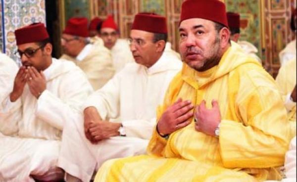 """خطيب الجمعة ب""""مسجد الرحمة"""" بالرباط يقصف المسؤولين بحضور الملك"""