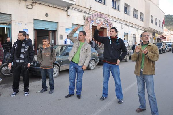 معطلو الناظور يحتجّون على غرفة الصنّاع التقليديين بالمدينة