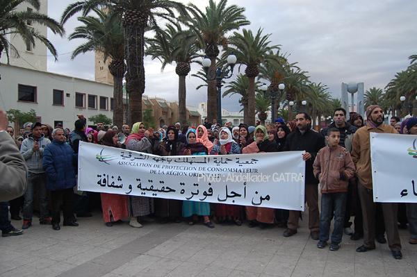 وقفة احتجاجية لجمعية حماية المستهلك ضد أسلوب فوترة الكهرباء بوجدة