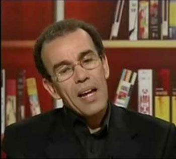 """تقديم كتاب """"سياسة تدبير الشأن الأمازيغي بالمغرب"""" للكاتب أحمد عصيد بطنجة"""
