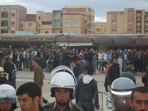 محاصرة عنيفة لمعطلين محتجّين بآيت بوعياش
