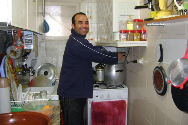 رغم الأزمة.. مغاربة المهجر عَايْشِينْ فُوقْ فِيكِيكْ