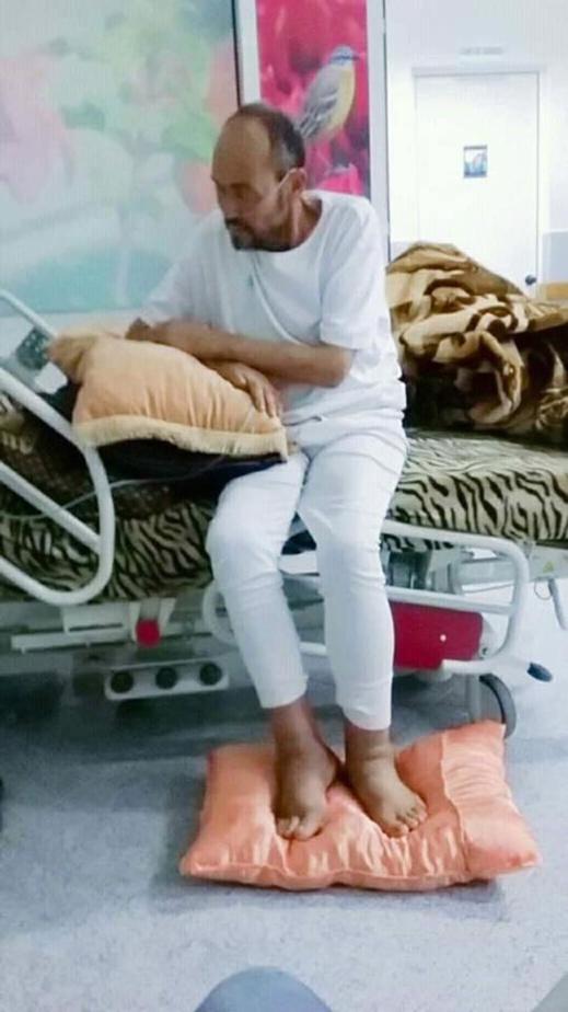الفنان القدير عمر خلوقي يرقد بالمستشفى بالناظور إثر مرض إشتد به فهل يبادر وزير الثقافة لعيادته؟
