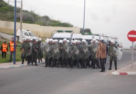 أمنيون يحاصرون مسيرة احتجاج سلمية بإمزورن