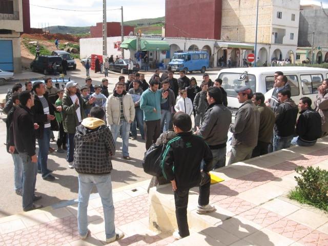معطلو آيث حذيفة في وقفة احتجاج أمام مقر الجماعة
