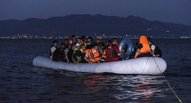 """مأساة """"بني شيكر"""" بالناظور..مغربي و3 نساء من بين ضحايا غرق قارب للهجرة السرية"""