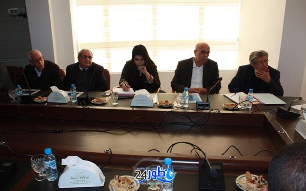 بالصور: رئيس مجلس إقليم الدريوش عبدالمنعم الفتاحي يترأس إجتماعا مع ممثلي المجلس الجهوي للسياحة