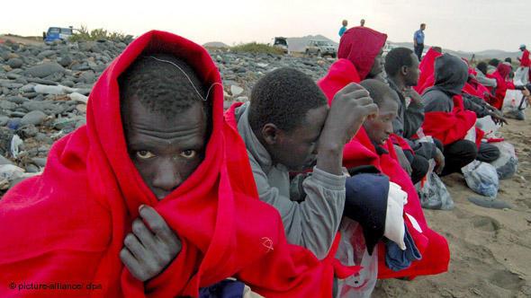البحرية الملكية بالحسيمة توقف 36 مهاجرا سريا ينتمون إلى دول إفريقيا
