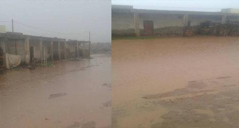 فضيحة و بالصور : أمطار الخير تضرب مدينة بن الطيب وتكشف عورة السوق الأسبوعي