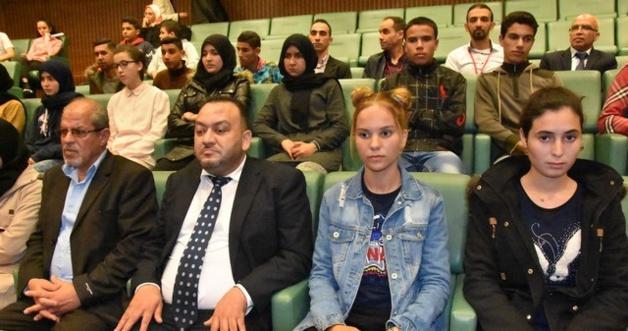 بالصور:استقبال حار ومؤثر لتلاميذ وتلميذات الجمعية الخيرية الإسلامية بالناظور داخل مقر مجلس المستشارين بالرباط.