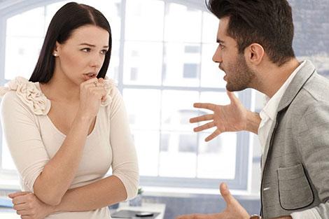 نصائح للتعامل بحكمة مع عصبية زوجك المدخن في رمضان
