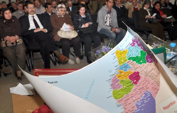 مضمون الجهوية بين الخطاب السياسي المركزي وحق الجهات التاريخية في التقرير والتشريع والتدبير- الريف نموذجا -  لبناء مغرب ديمقراطي متضامن .