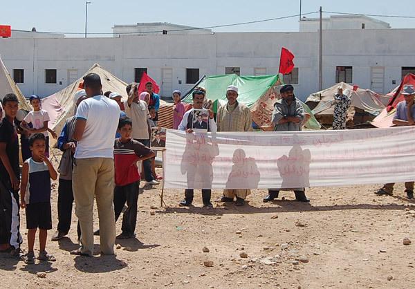 ضحايا البرنامج الوطني لمحاربة السكن الصفيحي يقيمون «عشّاتهم» بحي الأمل في وجدة
