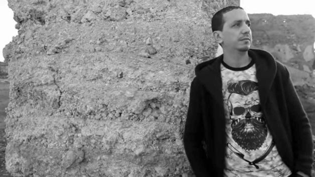 بورتريه:علي الهلالي الفنان الناظوري الذي شقّ طريقه نحو النجومية رغم كل الصعاب