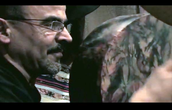 """الفنان الريفي خالد إيزري على قناة """"فرانس3""""  روعة الأداء وعشق الكلمات أكسبته شعبية كبيرة في الأوساط العالمية"""