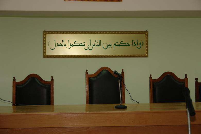 """بيان توضيحي  حول إعتقال موظف بقضاء الأسرة و""""مساعد محام"""" بتهمة التزوير"""