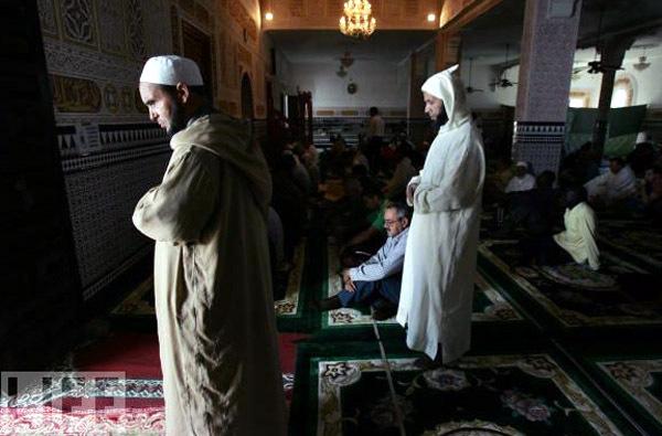 الهوية والدين في حياة  المهاجرين المغاربة بهولندا: