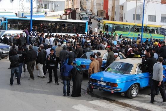 استمرار فوضى النقل بالحسيمة وانعدام الحافلات
