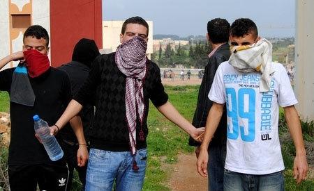 منظمة إسبانية موالية للبوليساريو تنقل ضحايا الإعتداء ببوكيدران إلى مقر ولاية الحسيمة