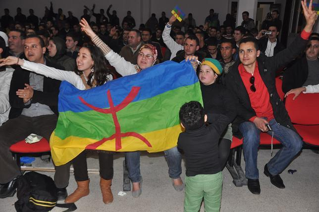 """في ليلة الاحتفال بالسنة الأمازيغية جمعية """" أمزروي"""" تناشد محمد السادس اقرار 13 يناير عيدا وطنيا"""