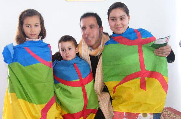 """أطفـــال مدينة العــروي يحتفلـون بالسنـة الأمـازيغية """"2961"""""""