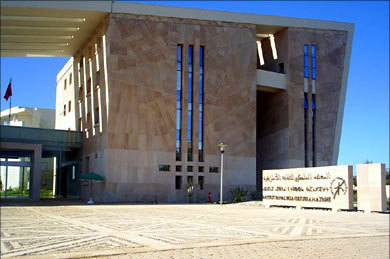"""""""أزطا""""في وقفة احتجاجية أمام المعهد الملكي للثقافة الأمازيغية"""