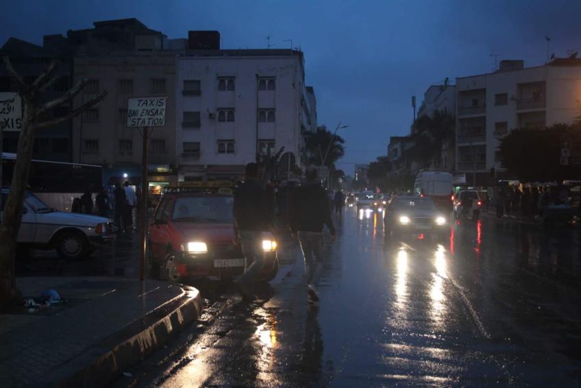بالصور: مع بداية أولى الأيام الممطرة ... الناظوريون يعانون بمحطة الحافلات