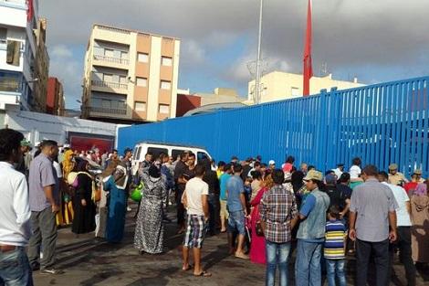 السلطات  الإسبانية تغلق المعبر الحدودي بني انصار- مليلية في وجه الناظوريين بشكل مفاجأ