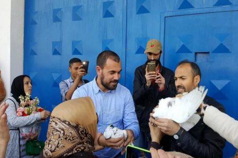 معتقلي الحراك المتواجدين بسجن عكاشة يحتفلون بعيد ميلاد جلول و الحنودي وسط جو من فرحة