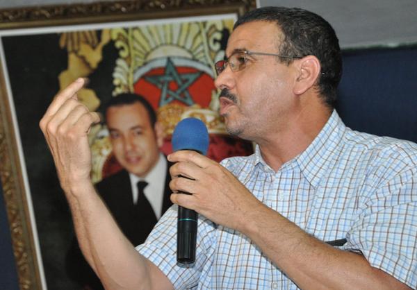عبد العزيز أفتاتي أبرز المشاركين في تظاهرة 20 فبراير بوجدة