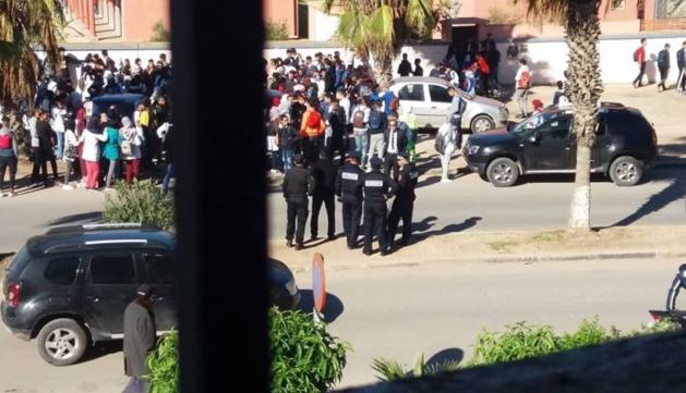 بالصور..شلل تام بمجموعة من المدارس المغربية إحتجاجا على التوقيت القانوني للمملكة
