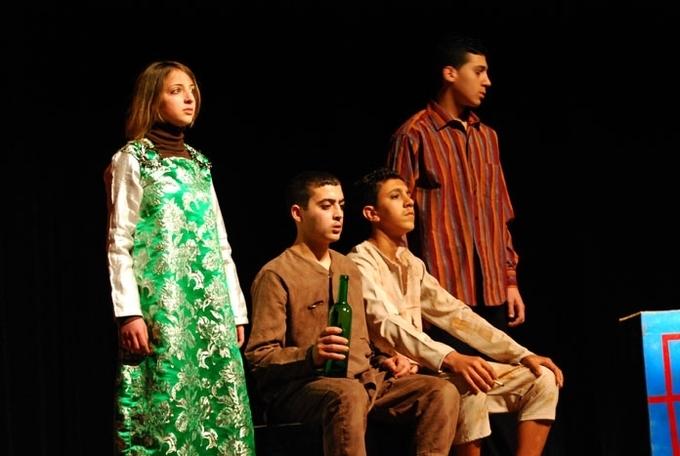 """جمعية ثامزغا تعرض مسرحيتها الجديدة """"أخاريق ن ثامزا"""" لمناسبة اليوم العالمي للمسرح"""