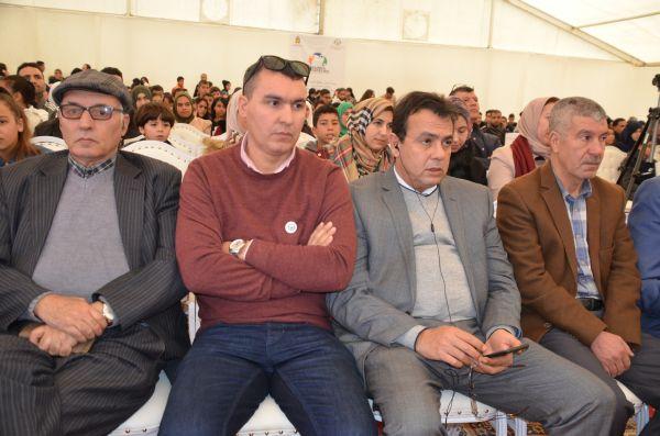 وسط مشاركة وازنة و تنظيم متقن.. وزير الثقافة الأعرج يحل ضيفا على قافلة المسرح الأمازيغي بالدريوش