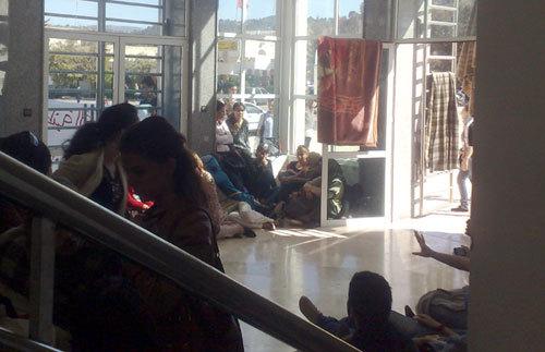 طلبة المدرسة الوطنية للتجارة والتسيير بوجدة يدخلون في اعتصام مفتوح يتطلب تدخلا عاجلا