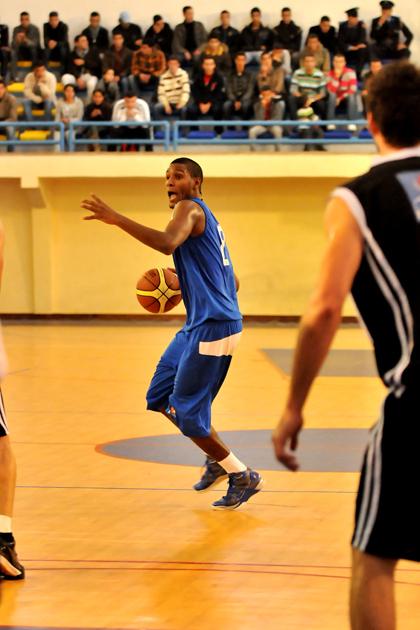 شباب الريف لكرة السلة يخطف الأضواء من قاعة ابن ياسين بالرباط