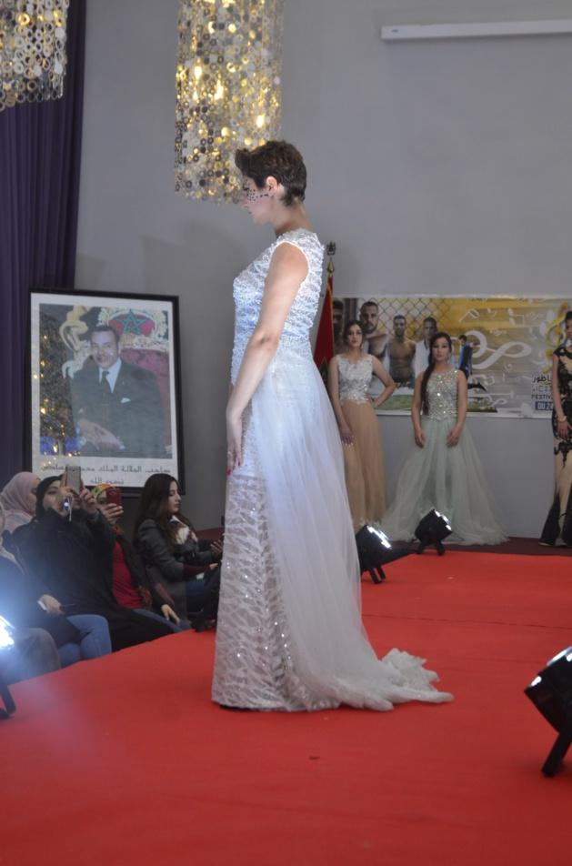 بالصور: اختتام فعاليات المهرجان المتوسطي بعرض الأزياء التقليدية