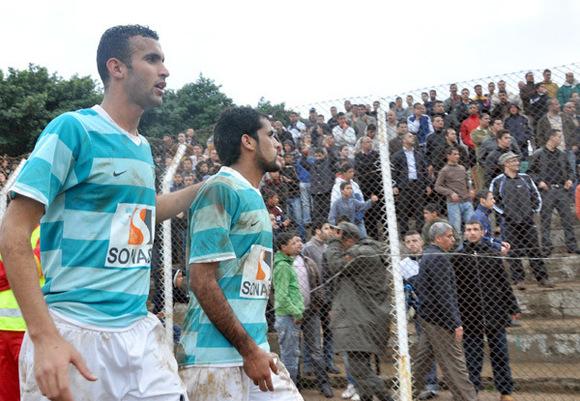 """لاعبون في صفوف فريق هلال الناظور يشتكون من رئيسهم """" حلحول """" لدى جامعة كرة القدم"""