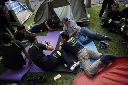 البوليس الإسباني يفكك مخيم محتجين بوسط العاصم مدريد