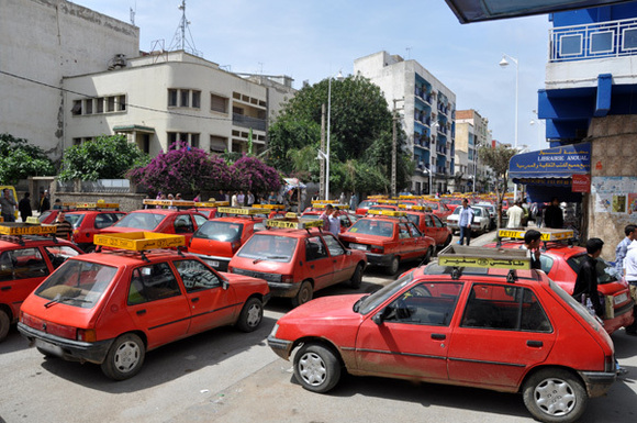 سائقوا الطكسيات الصغيرة يؤسسون تنظيما جمعويا جديدا بالناظور